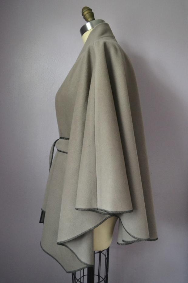 Wrap Wool Tie Cape side